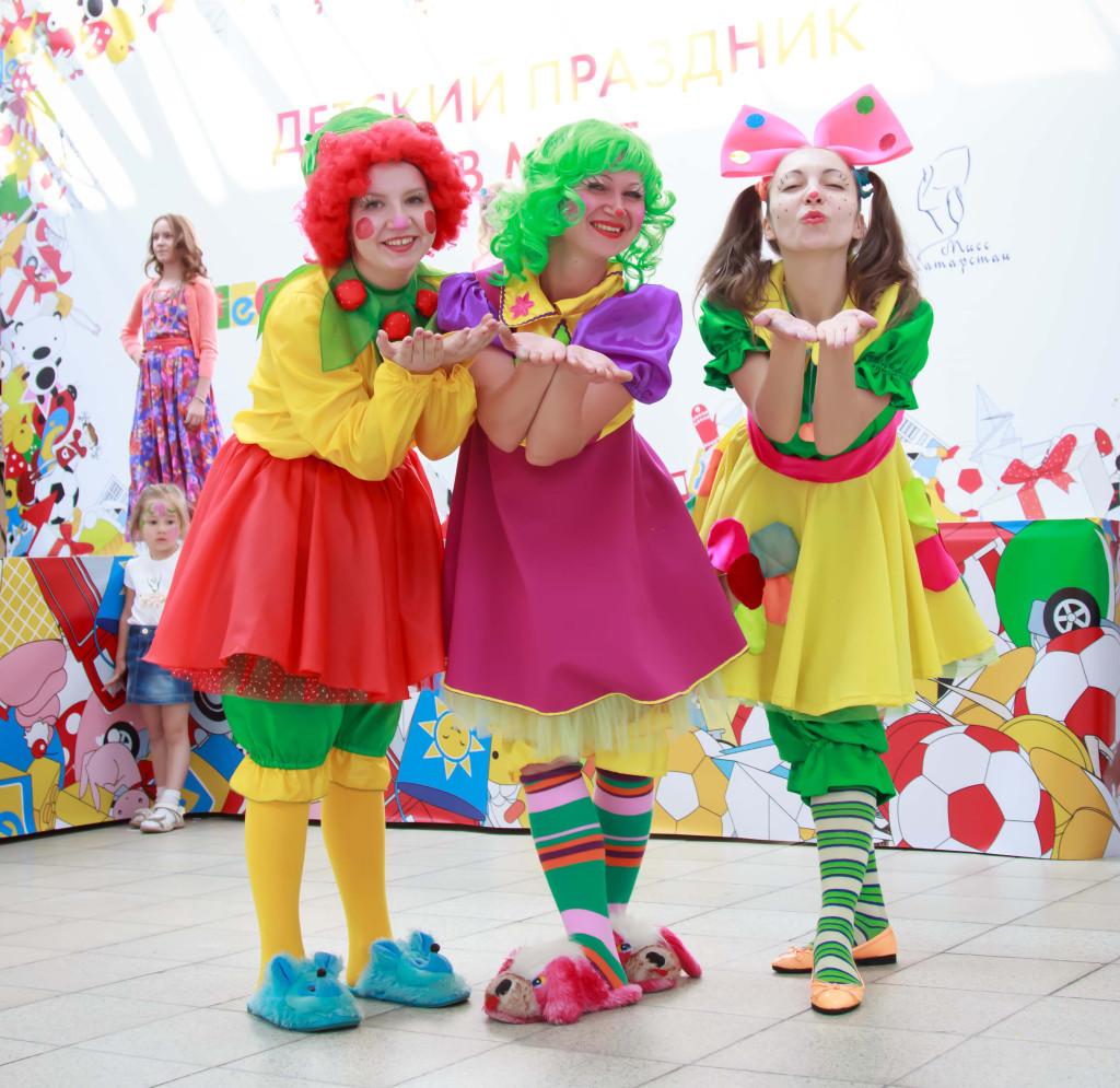 Аниматоры Ягодка, Звёздчка и Веселинка на детском празднике в Меге (г.Казань).